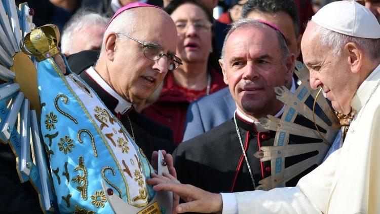 Religión y política I. El papa, la Virgen y la organización en Villa Albertina